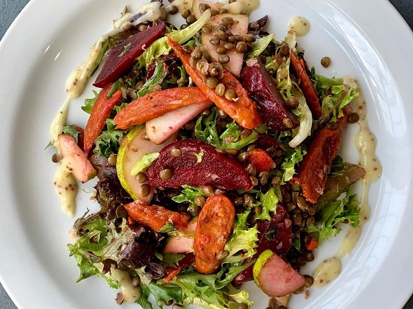 A salad from Roots and Fruits